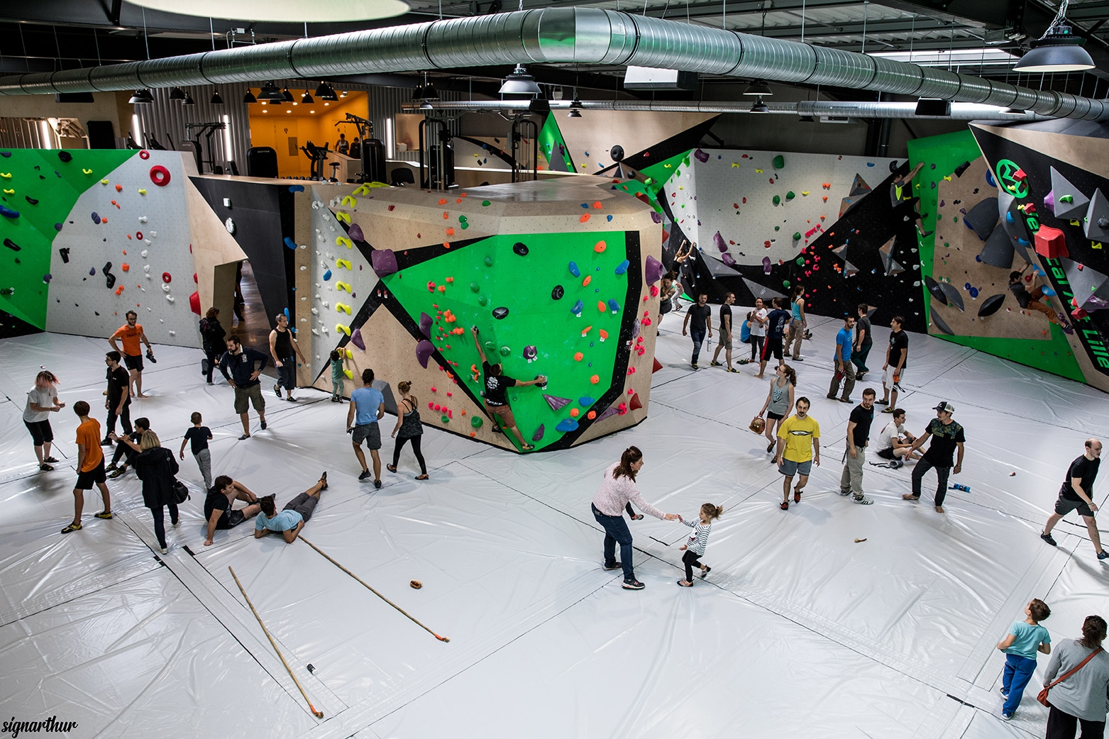 salle d'escalade de bloc Vertical'Art restaurant et bar toulon