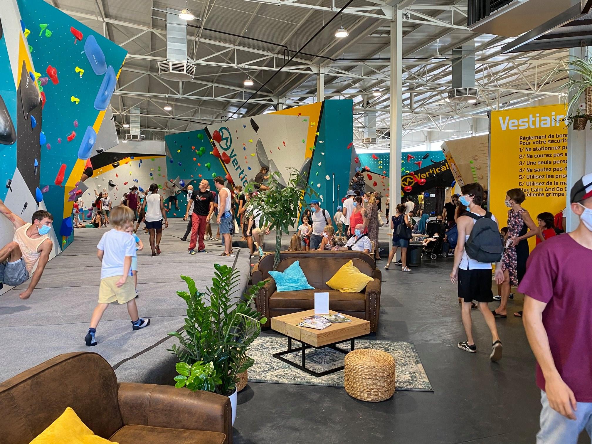 Salle d'escalade Vertical'Art Toulon. Journée portes ouvertes dans le Var.