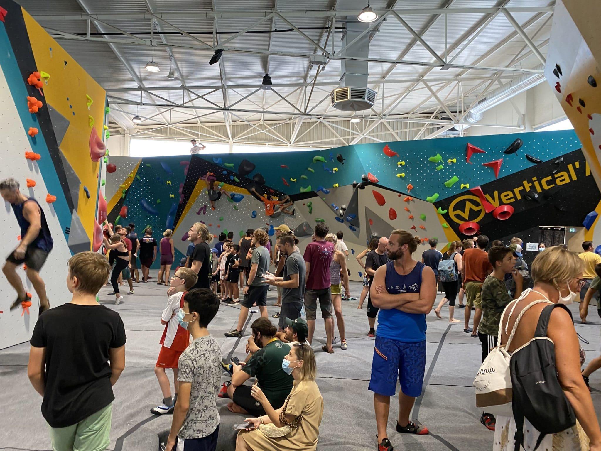 Salle d'escalade Toulon. Plus grande salle d'escalade du Var. Grimpeurs. Vertical'Art Toulon